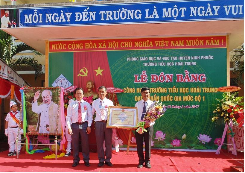 Trường Tiểu học Hoài Trung, Tiểu học Phước An đón Bằng công nhận Chuẩn quốc gia mức độ 1